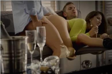 Ingyen pornóvideók - szex hármasban