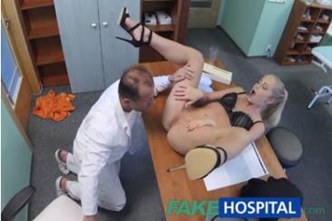 Sicilia - szexi feleséget kefél az orvos