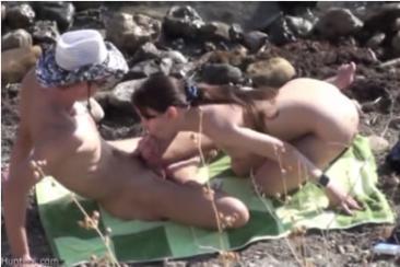 Fiatal pár baszása a tengerparton