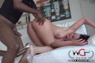 Fehér feleség fekete szeretőjével kefél